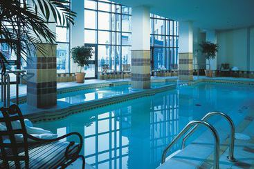 H tel le grand lodge mont tremblant mont tremblant les for Club piscine ste agathe des monts