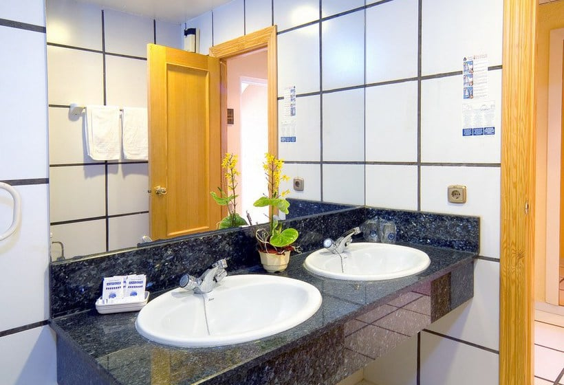 Bathroom Hotel Magic Cristal Park Benidorm