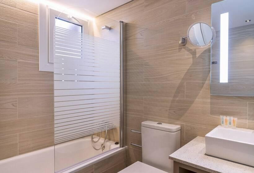 浴室 Aparthotel Orquidea サンタエウラリアデルリオ