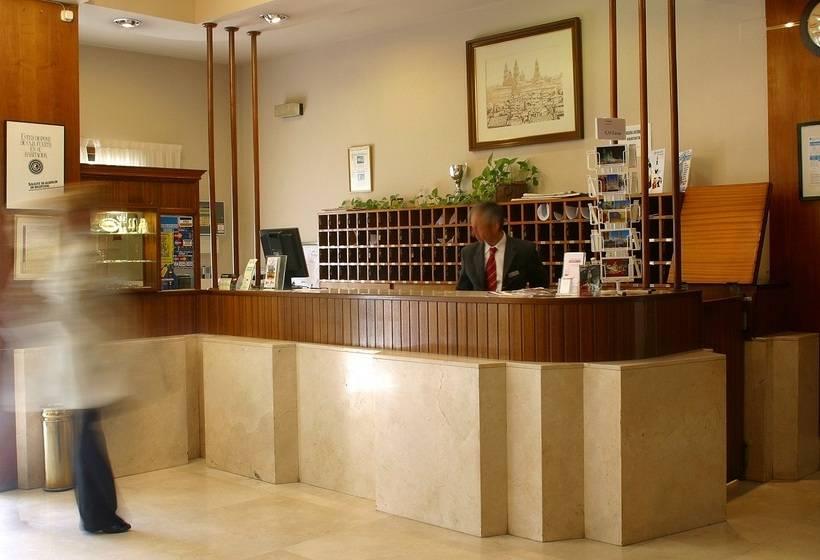 Reception Hotel City House Los Tilos by Faranda Santiago de Compostela