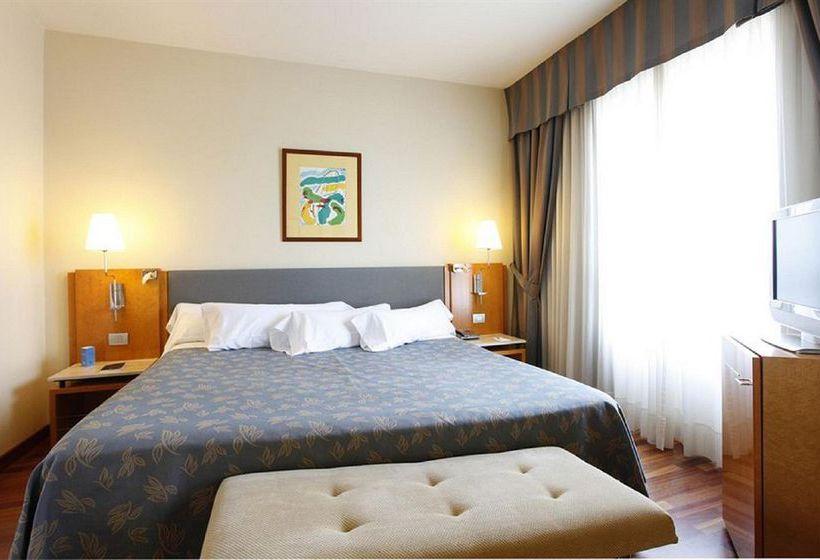 غرفة فندق NH Atlántico لاكورونيا