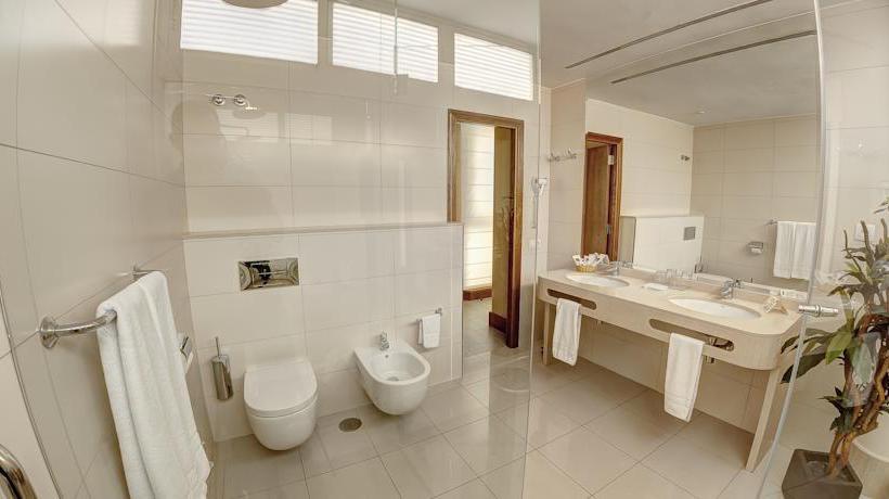 Bathroom فندق Bull Astoria لاس بالماس دى جران كاناريا