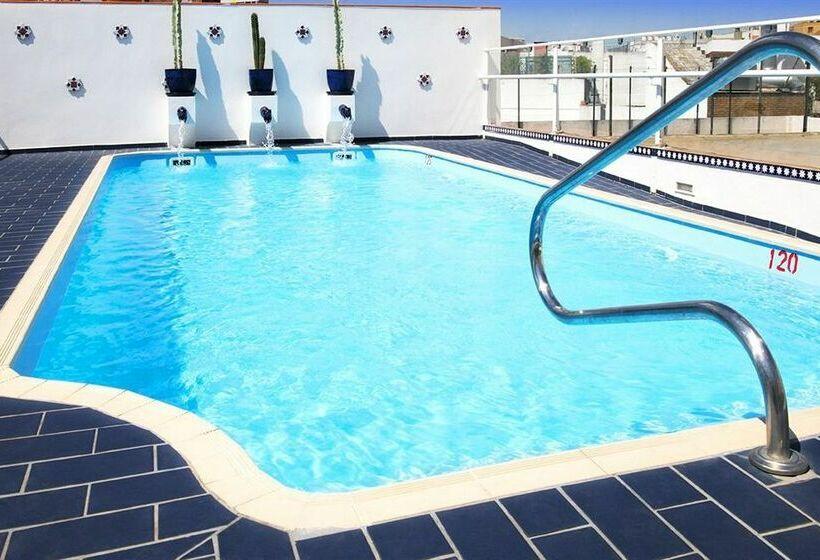 Hotel b cquer in seville starting at 31 destinia - Swimming pool seville ...