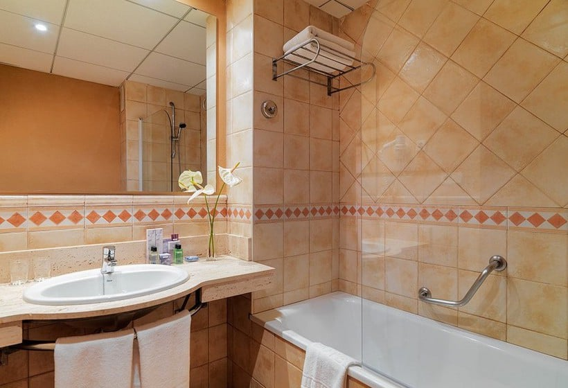 Bathroom Hotel H10 Salou Princess