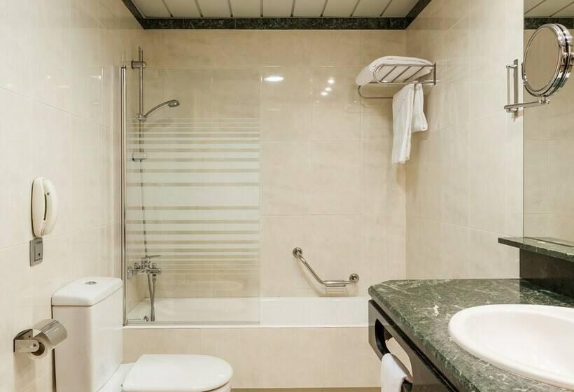 Bathroom Hotel Ilunion Bilbao
