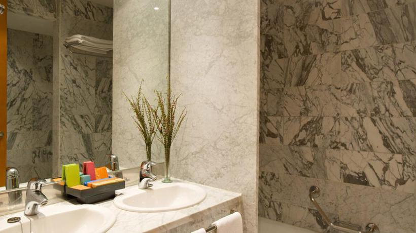 Bathroom فندق Silken Al-Andalus Palace إشبيلية
