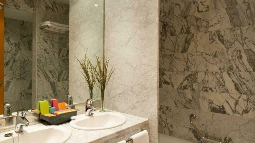 浴室 ホテル Silken Al-Andalus Palace セビリア