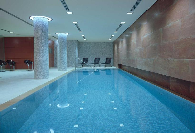 Swimming pool Radisson Blu Hotel Berlin