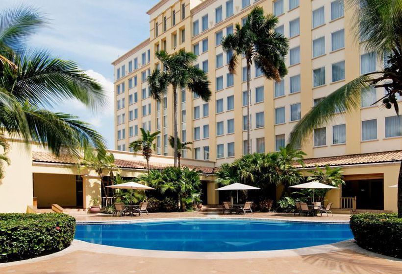 حمام سباحة فندق InterContinental Real San Pedro Sula سان بدروسيولا