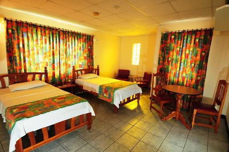 Hotel Sundeck Suites Puerto España