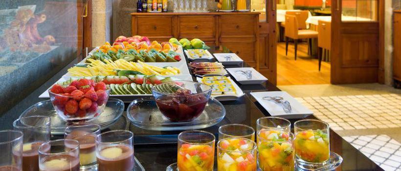 レストラン ホテル NH Palacio de Vigo ビーゴ