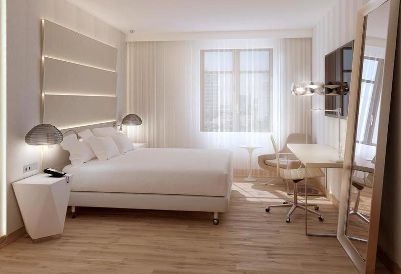 ホテル NH Málaga マラガ