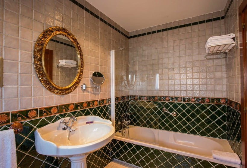 Bathroom فندق Ayre Alfonso II أوبييدو
