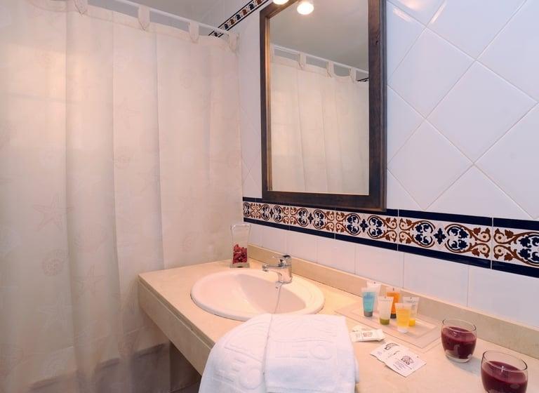 Cuarto de baño Apartamentos Leo San Bruno Isla Canela
