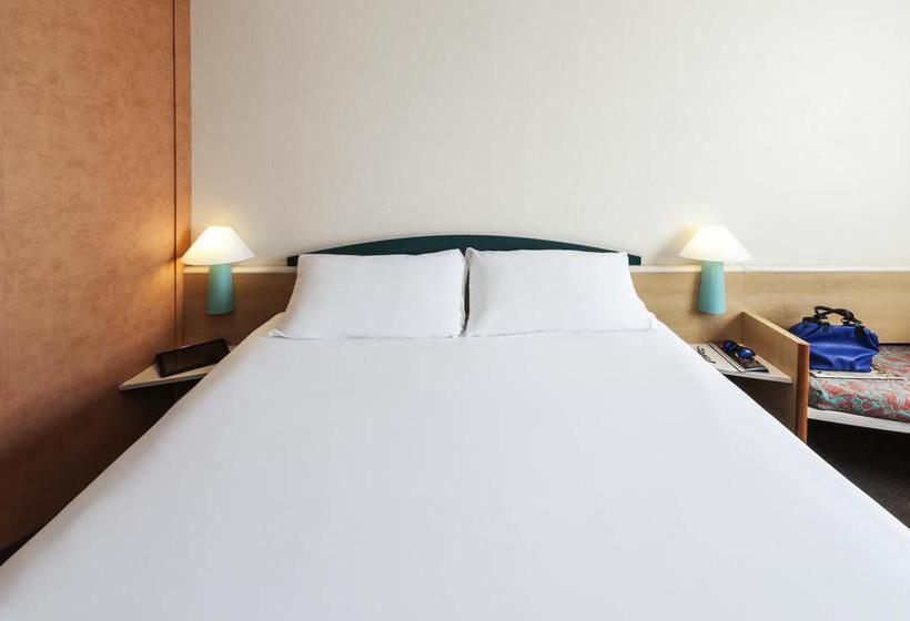 Room Hotel Ibis Granada