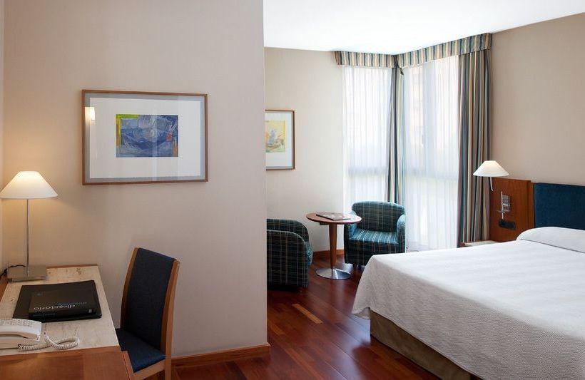 فندق NH Cornellá كورنيلا دي يوبريغات