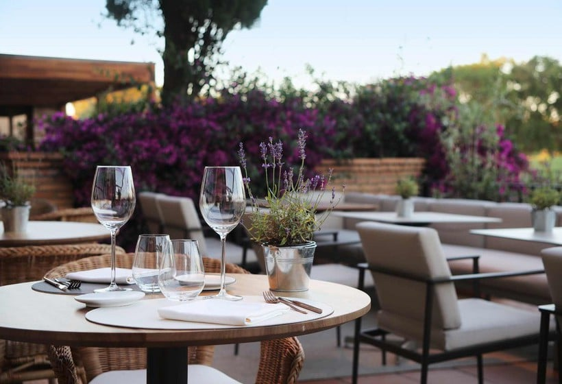 تراس فندق Peralada Wine Spa & Golf بيرالادا