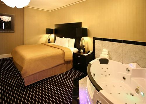 فندق Clarion Inn & Suites New Orleans نيو أورلينز