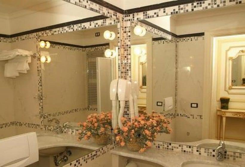 هتل Champagne Palace روما