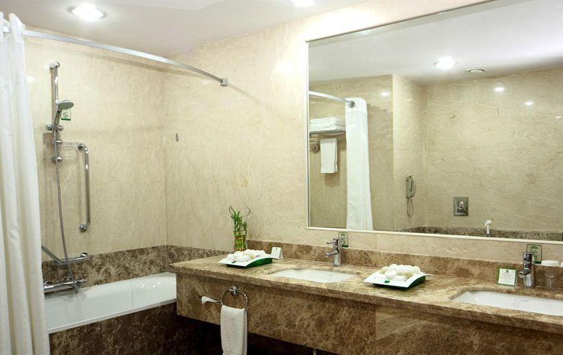 Bathroom فندق Holiday Inn Riyadh Olaya الرياض