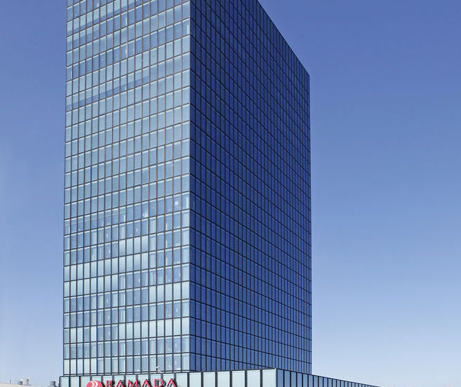 Ramada Plaza Basel Hotel & Conference Center بازل