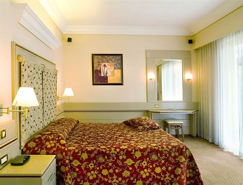 Hotel Holiday Suites Atenas