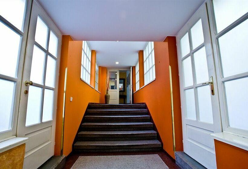 בית מלון כפרי Melantrich Garni Praha פראג