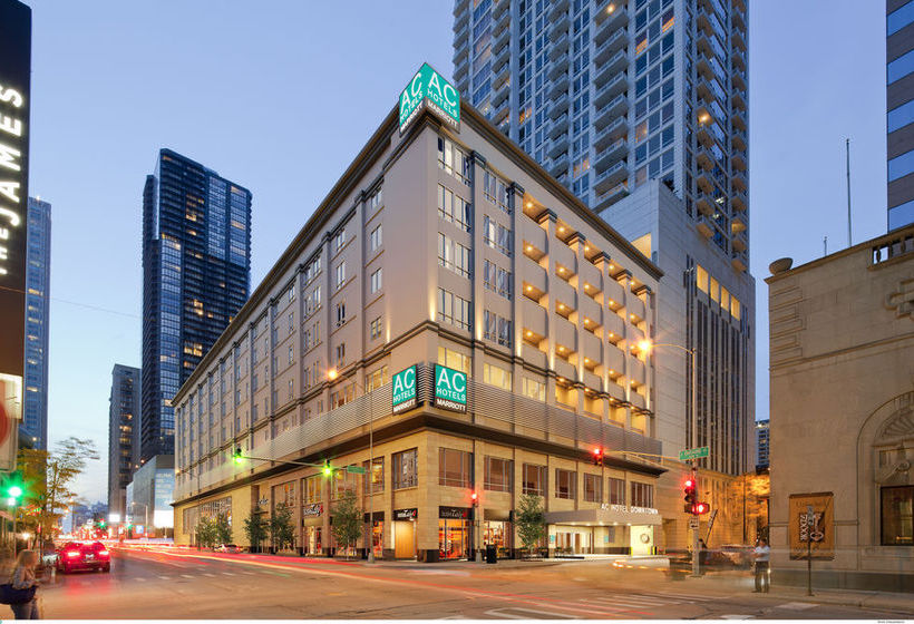 At Four Points by Sheraton Chicago O'Hare Airport you'll be km ( mi) from Fashion Outlets of Chicago and km ( mi) from Rosemont Theatre. Highlights at this hotel include a restaurant, an indoor swimming pool, and a free airport shuttle.