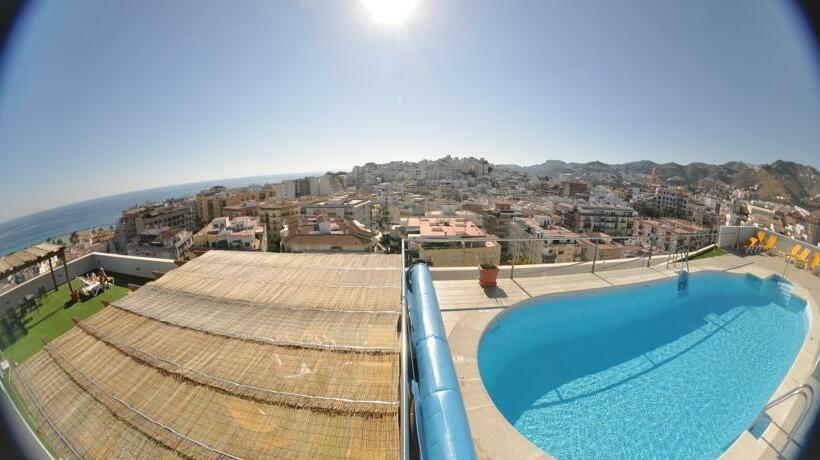 حمام سباحة فندق Bahía Almuñécar ألمونيكار