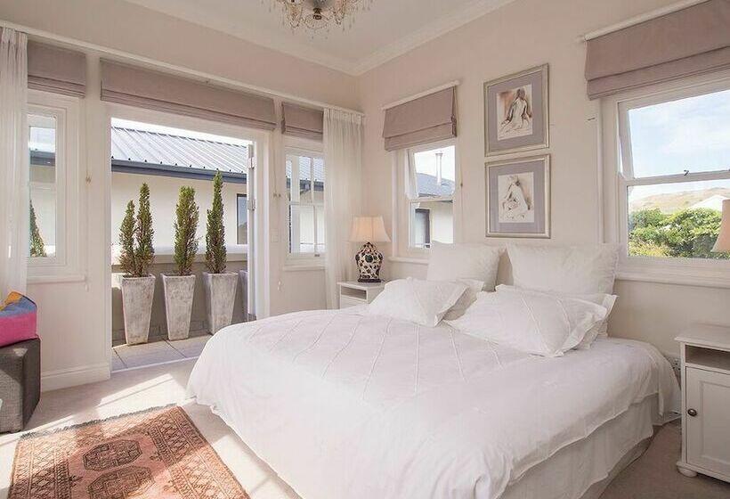 Hotel Isola Bella Guest House, Knysna Les Meilleures. Saigon Morin Hotel. Excellent Restaurant A Penzion. Hotel Moonlight. Avillion Admiral Cove Hotel. Hotel Carlton PlaZa. Thalatta Seaside Hotel. Victoria Crown Plaza. Villa Mediterana