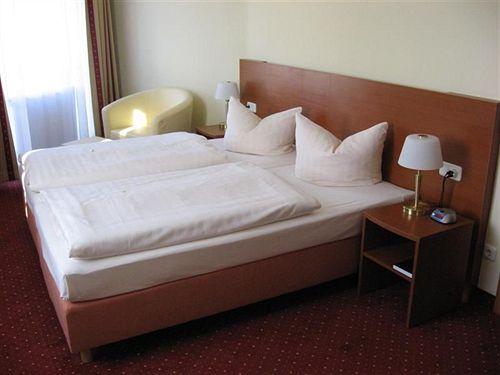 ホテル Azimut Dresden ドレスデン