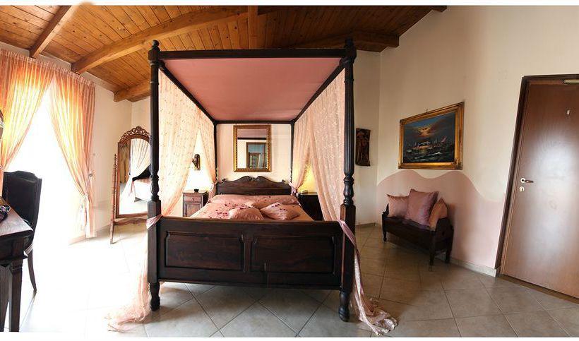 Liternum Hotel  جوليانو إن كامبانيا