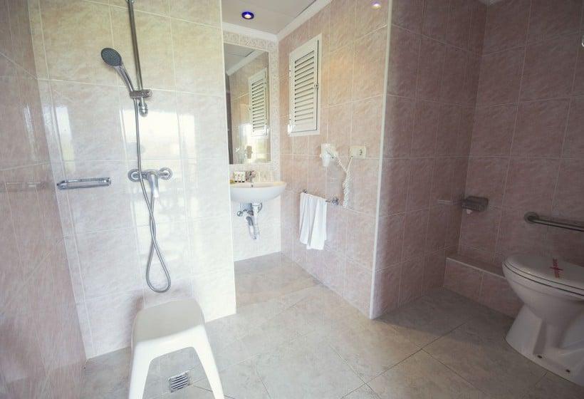 Badkamer AzuLine Hotel Coral Beach Es Canar