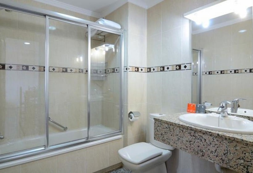 Apartamentos nuriasol in fuengirola starting at 18 for Bathrooms fuengirola