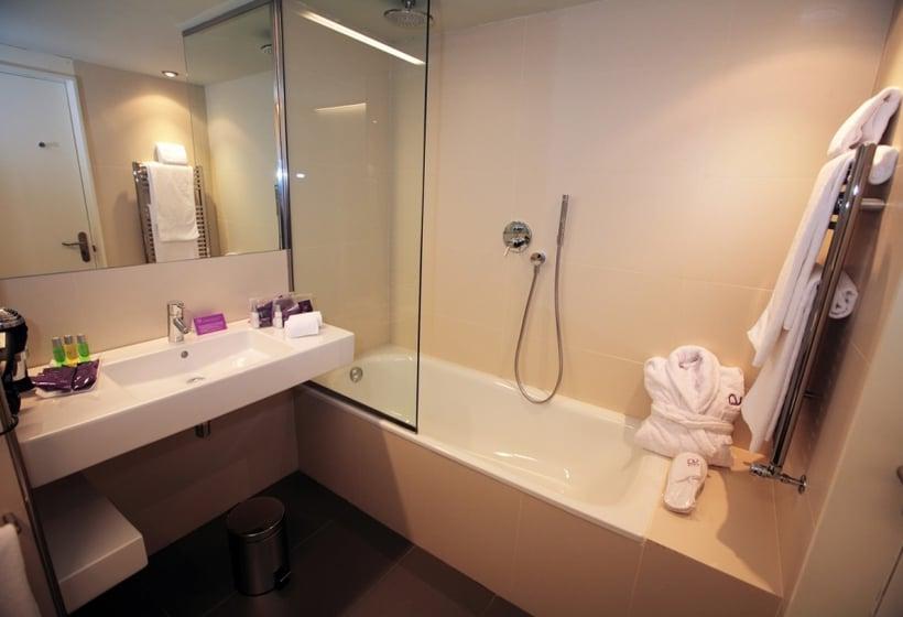 浴室 ホテル Ayre Rosellón バルセロナ