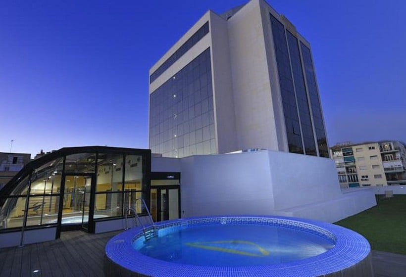 Swimming pool Hotel Abba Granada