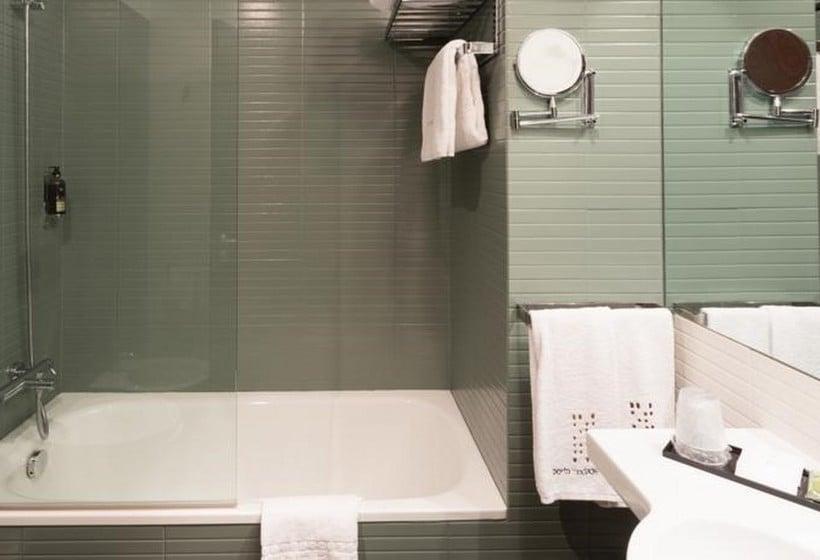 Bathroom Hotel Porto Trindade