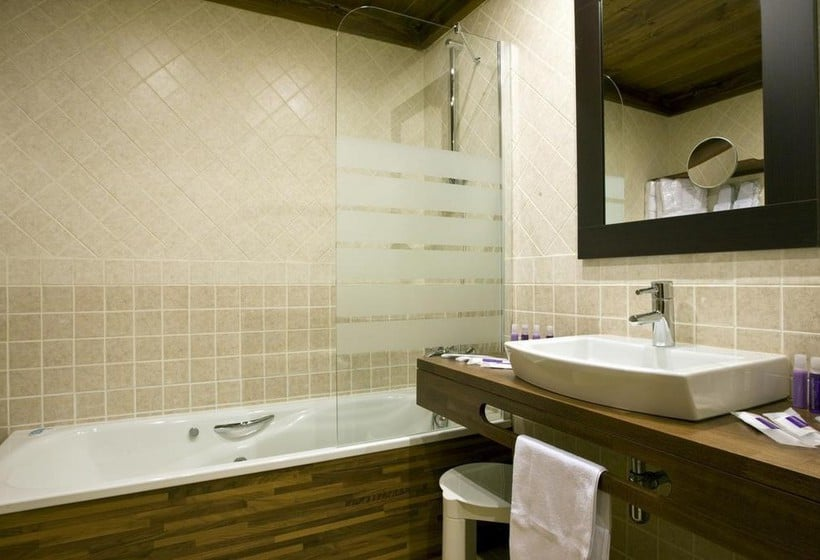 Badezimmer Apartamentos Els Llacs Bordes d'Envalira