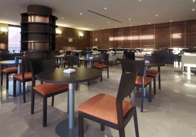 فندق NH Campo de Gibraltar لوس باريوس