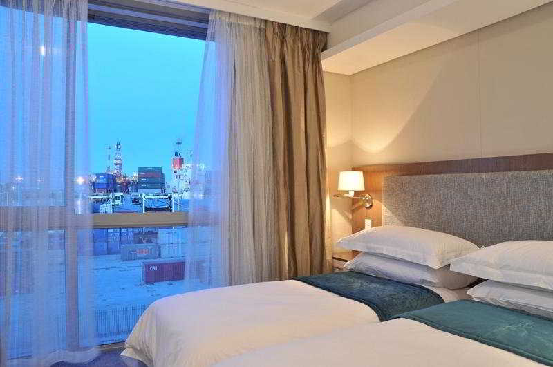 Harbour Bridge Hotel & Suites كيب تاون