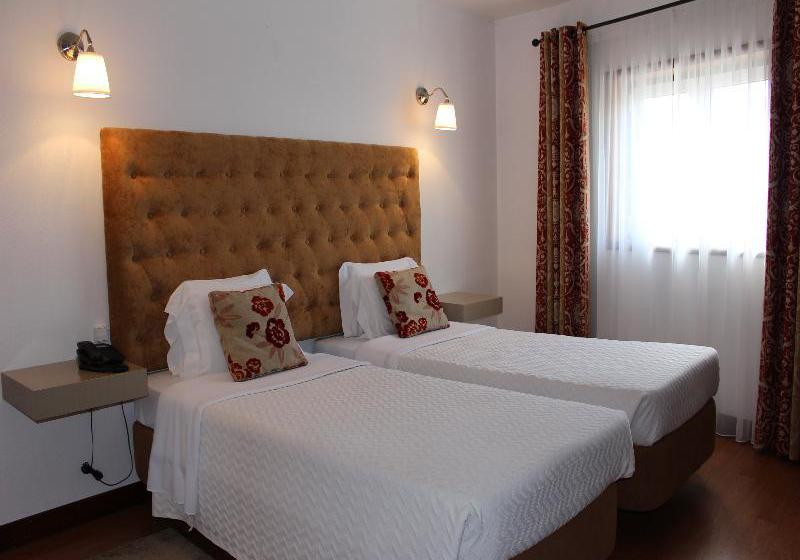 ホテル Residencial Batalha バターリャ