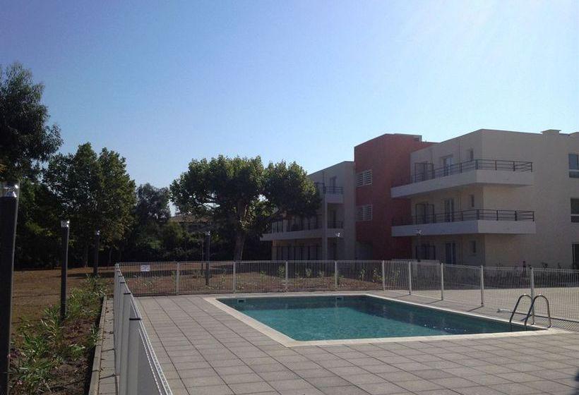 حمام سباحة فندق Comfort Suites Cannes Mandelieu Mandelieu la Napoule