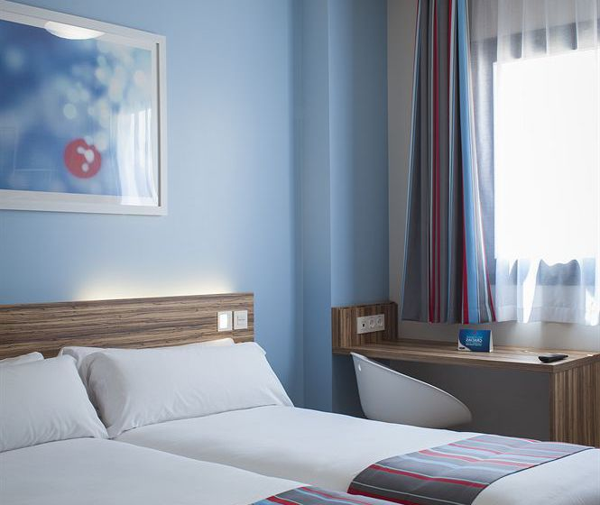 فندق Travelodge Barcelona Poblenou برشلونة