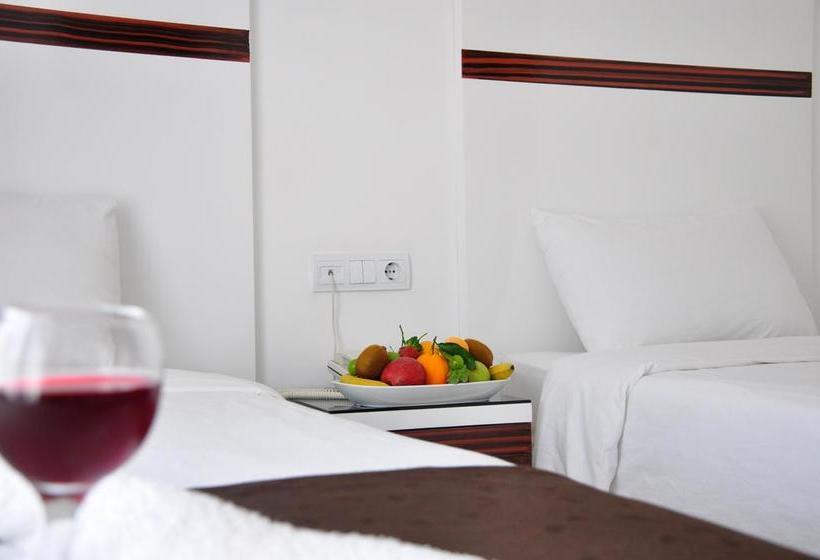 Quarto Hotel Atalla Antália