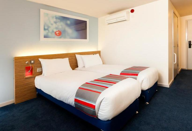 فندق Travelodge Manchester Salford Quays مانشستر