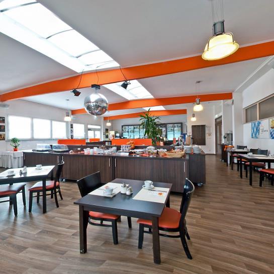 hotel orange neu ulm as melhores ofertas com destinia. Black Bedroom Furniture Sets. Home Design Ideas