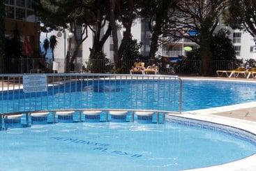 Swimming pool Apartamentos Almonsa Platja Salou