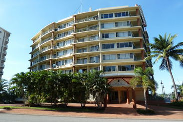 Cullen Bay Hotel Phone Number