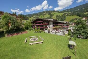 Hotel Interstar - Saalbach