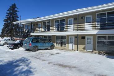 Super 8 motel antigo antigo the best offers with destinia for American motor inn appleton wi